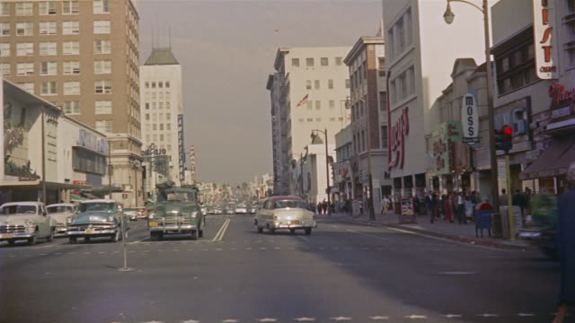 stockvideo's en b-roll-footage met 1956 pov car travelling east down hollywood avenue / los angeles, united states - hollywood california