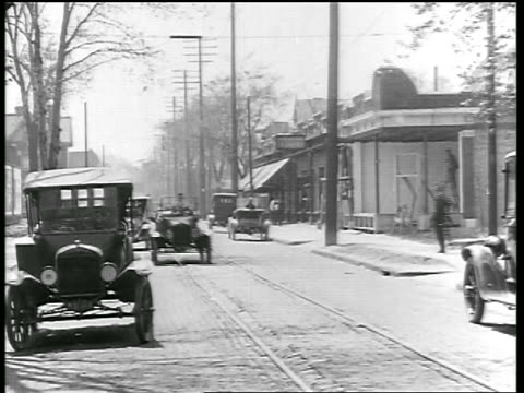 vidéos et rushes de b/w 1919 car + trolley having head-on collision on street / newsreel - 1910 1919