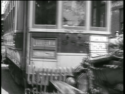 vidéos et rushes de b/w 1919 car + trolley in head-on collision / car is pushed back by trolley / newsreel - 1910 1919