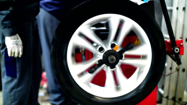 Bil däck byte och balanserande.