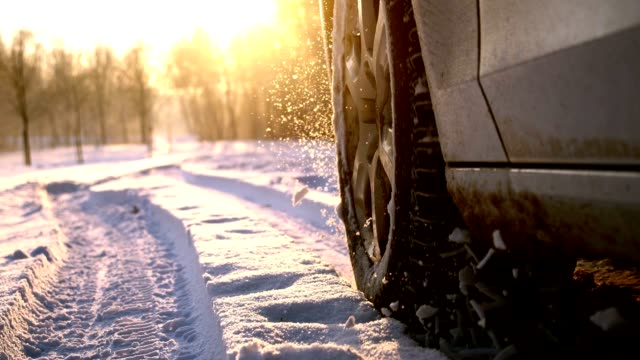 stockvideo's en b-roll-footage met slo mo auto band spatten van sneeuw in de camera - autoband