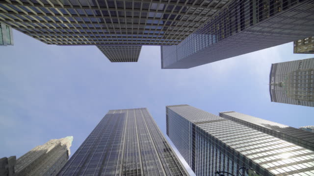 car pov view of new york city streets and buildings. urban metropolis background - 真下からの眺め点の映像素材/bロール