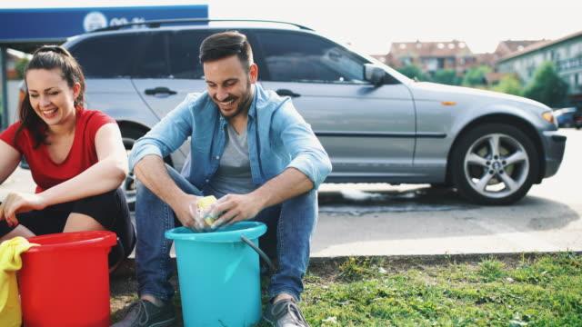 vídeos de stock, filmes e b-roll de lavagem de carro feita. - calçada