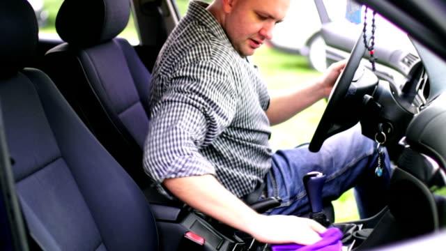 autowaschanlage. - lappen reinigungsgeräte stock-videos und b-roll-filmmaterial
