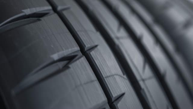 vídeos de stock, filmes e b-roll de rotação de roda de carro - tyre