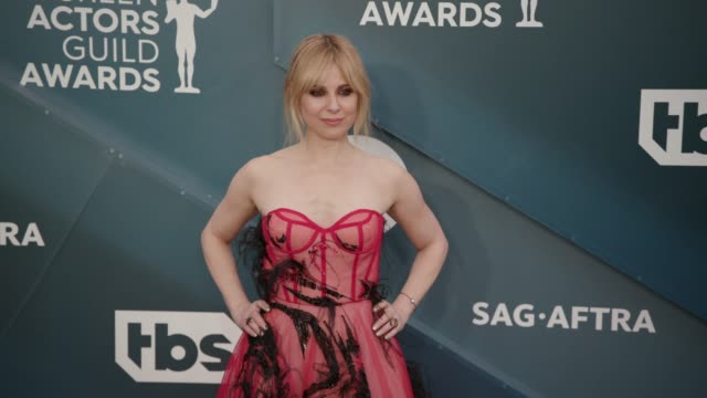 cara buono at the 26th annual screen actors guild awards - arrivals at the shrine auditorium on january 19, 2020 in los angeles, california. - screen actors guild awards stock-videos und b-roll-filmmaterial