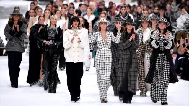 cara delevingne and models walk the runway during the finale of the chanel show as part of the paris fashion week womenswear fall/winter 2019/2020 on... - fashion show stock videos & royalty-free footage