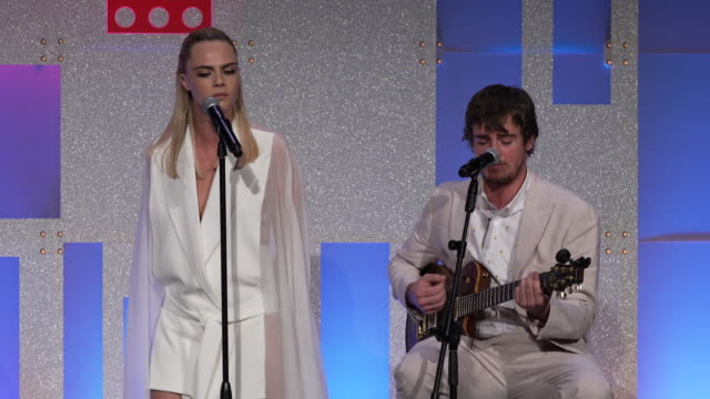 stockvideo's en b-roll-footage met performance – cara delevingne and will heard perform onstage at cipriani wall street on june 17 2019 in new york city - wall street lower manhattan