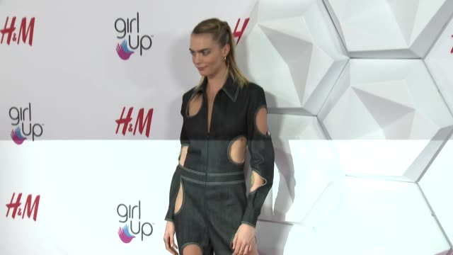cara delevingne at 2nd annual girl up #girlhero awards at the beverly wilshire four seasons hotel on october 13, 2019 in beverly hills, california. - utmärkelse bildbanksvideor och videomaterial från bakom kulisserna