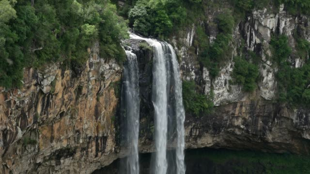 カラコルはカネラ、リオグランデドスル、ブラジルに落ちる - リオグランデドスル州点の映像素材/bロール