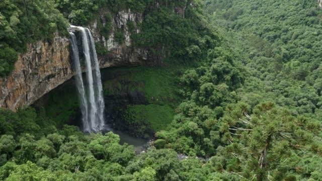 vídeos de stock, filmes e b-roll de caracol falls in canela, rio grande do sul, brazil - parque nacional