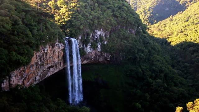 caracol waterfall - stato di rio grande do sul video stock e b–roll