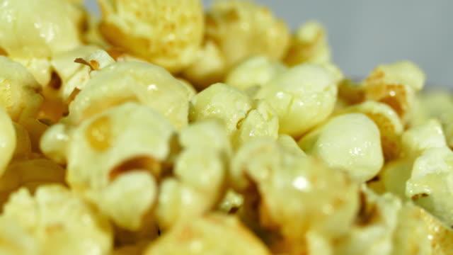 karamell popcorn - popcorn bildbanksvideor och videomaterial från bakom kulisserna