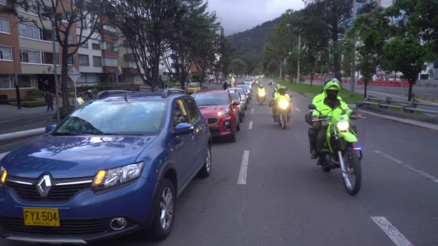 caravan of cars supporting former president álvaro uribe velez drive and honk their horns in procession on august 7 in bogotá, colombia. the supreme... - veicolo di terra per uso personale video stock e b–roll