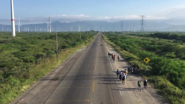 a caravan of central american migrants continue their walk along a highway in southern mexico hoping to reach the united states - convoy stock videos & royalty-free footage
