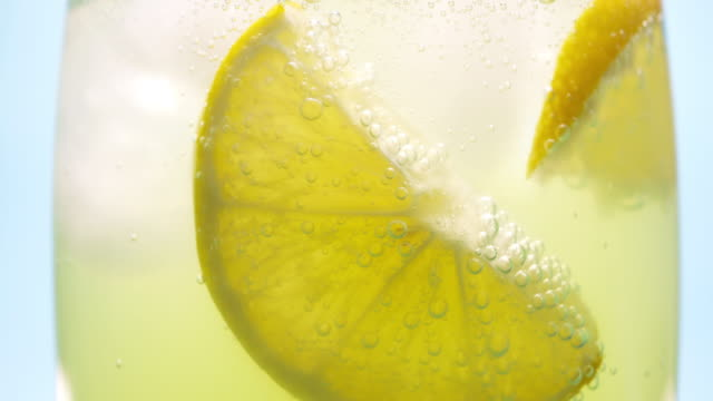 carbonated lemonade in a glass - fizzy lemonade stock videos & royalty-free footage