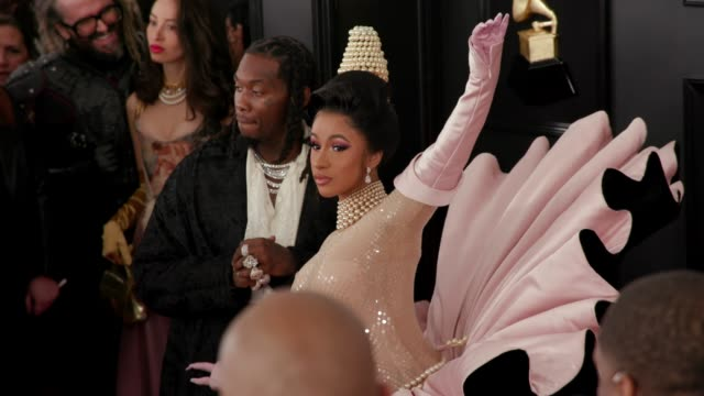 vídeos de stock, filmes e b-roll de cardi b and offset at the 61st grammy awards arrivals at staples center on february 10 2019 in los angeles california editorial - prêmios grammy
