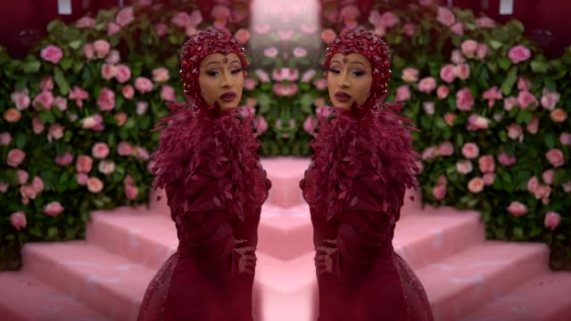 vídeos de stock e filmes b-roll de cardi b at the 2019 met gala celebrating camp: notes on fashion - graphic social at metropolitan museum of art on may 6, 2019 in new york city. - gala
