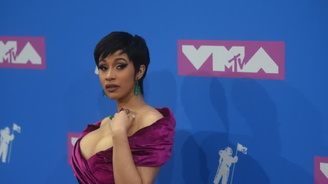 vídeos de stock, filmes e b-roll de cardi b attends the 2018 mtv video music awards at radio city music hall on august 20 2018 in new york city - 2018