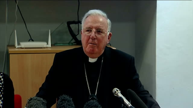 vídeos y material grabado en eventos de stock de cardinal cormac murphy o'connor press conference; - what happens at a conclave / importance of the church / the new pope / renewal of the church /... - television show