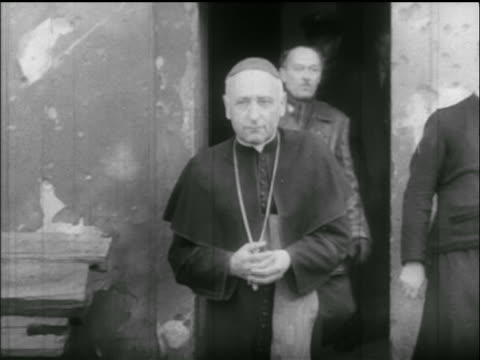 vídeos de stock e filmes b-roll de cardinal jozsef mindszenty being liberated from prison / hungarian uprising - 1956