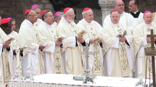 cardinal reinhard marx archbishop of sydney cardinal george pell archbishop of bombay cardinal oswald gracias archbishop of tegucigalpa cardinal... - assisi stock videos and b-roll footage