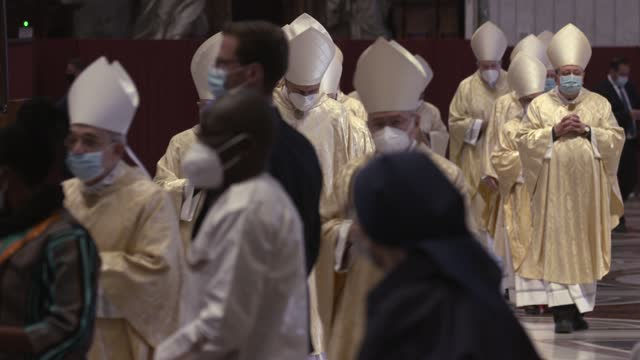 cardinals arrive as pope francis presides over mass on easter sunday morning in st. peter's basilica at the altar of the chair on april 04, 2021 in... - live broadcast stock videos & royalty-free footage