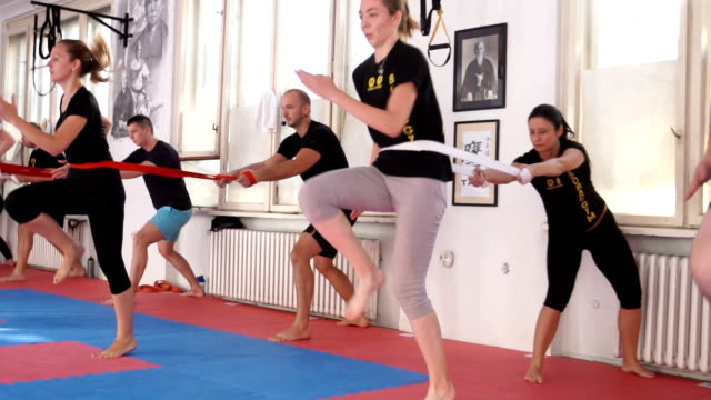 cardio training with ropes and a partner - male with group of females stock videos & royalty-free footage