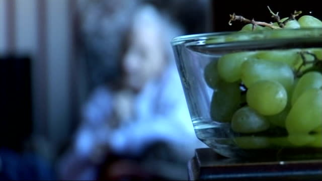 vidéos et rushes de operators to be forced to prove financial stability location unknown int glasses picked up from table grapes in bowl with old woman seen out of focus... - sans mise au point and équilibre