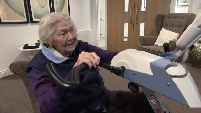 care home residents take part in virtual cycling competition; england: berkshire: newbury: int various shots joy small racing screen showing snowy... - newbury inghilterra video stock e b–roll