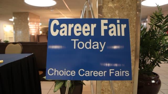 vídeos de stock e filmes b-roll de career fair / job fair / employment career fair on june 06 2013 in arlington - feira de emprego