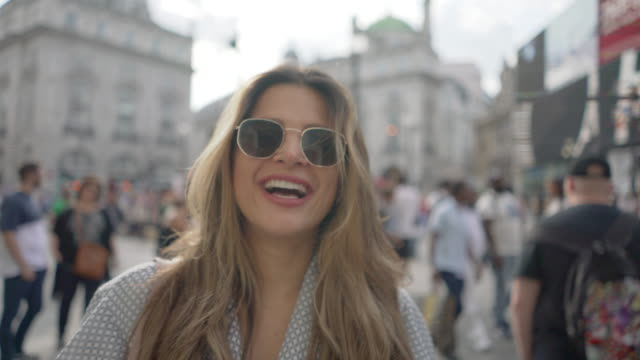 a carefree young woman hanging out in piccadilly circus, london - city break stock videos & royalty-free footage