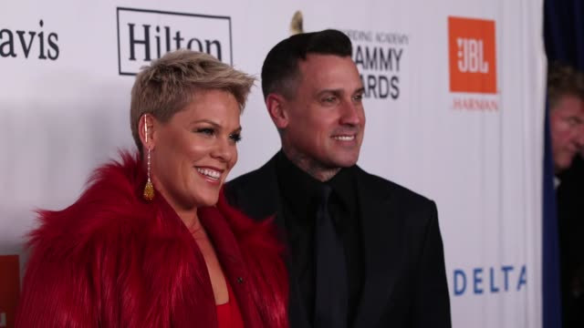 carey hart and pink at clive davis pre-grammy gala at sheraton times square on january 27, 2018 in new york city. - 歌手 ピンク点の映像素材/bロール