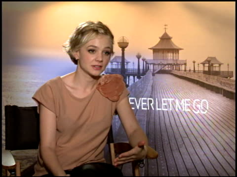 carey mulligan on what drew her to the role at the 2010 toronto international film festival 'never let me go' junket at toronto on - festival internazionale del cinema di toronto video stock e b–roll