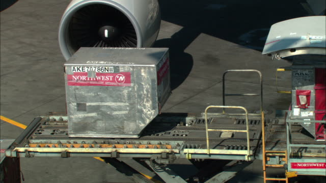 ms, pan, cargo container being loaded into jet, los angeles, california, usa - cargo container stock videos & royalty-free footage