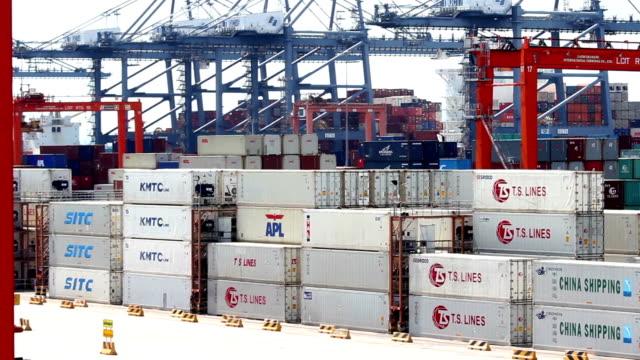 貨物コンテナ輸送 - ポートワイン点の映像素材/bロール