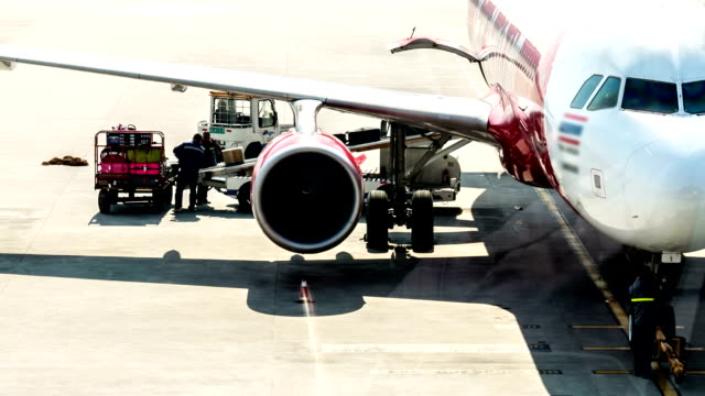 stockvideo's en b-roll-footage met hd: cargo loading to plane for air freight logistic background - hd format
