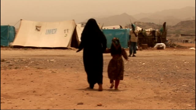 Increasing terrorist threat from Yemen T27081007 Back view of mother and child along in UNHCR refugee camp