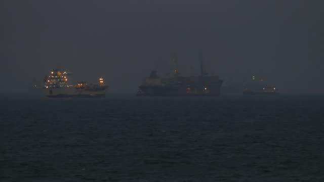 fracht Schiff vor Anker in die Nacht