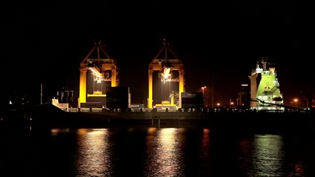 貨物船やクレーンブリッジ - ポートワイン点の映像素材/bロール