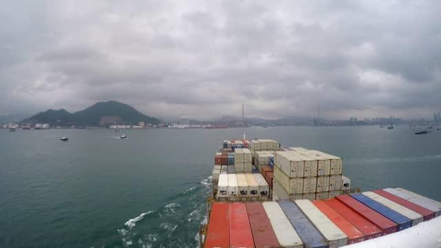 tl cargo ship entering port of hong kong - frachtschiff stock-videos und b-roll-filmmaterial