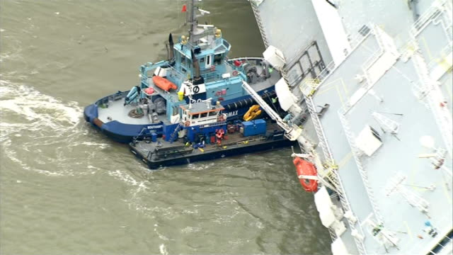 cargo ship hoegh osaka runs aground: salvage teams assess damage; england: hampshire: the solent: ext / at sea air view of car transporter ship hoegh... - itvイブニングニュース点の映像素材/bロール