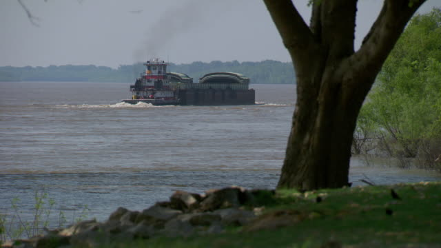 ws cargo ship moving on mississippi river / memphis, tennessee, united states - tennessee stock videos & royalty-free footage