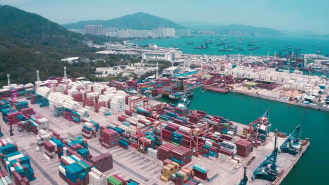 貨物船ターミナル、貨物船ターミナルの荷台、コンテナ付工業用港、コンテナ船 - 駅点の映像素材/bロール