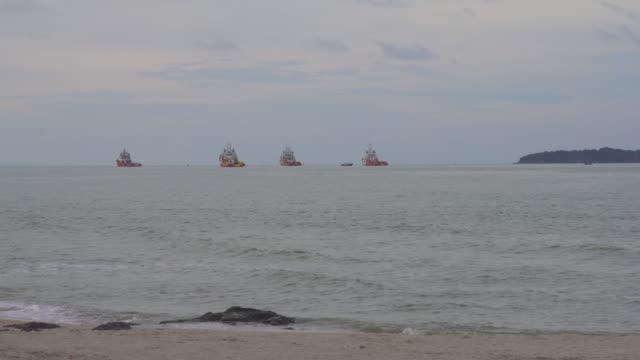 海の貨物船 - フェリーターミナル点の映像素材/bロール