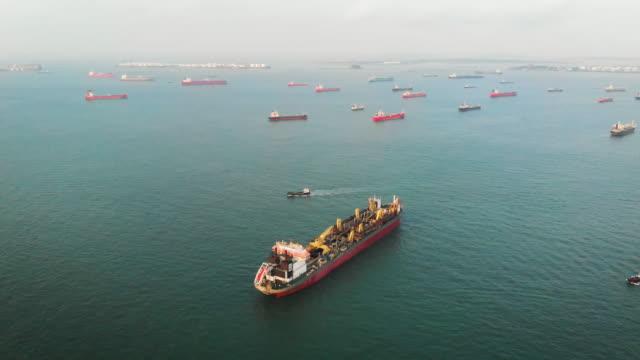 vídeos de stock e filmes b-roll de cargo ships on the ocean area near singapore - barco de turismo
