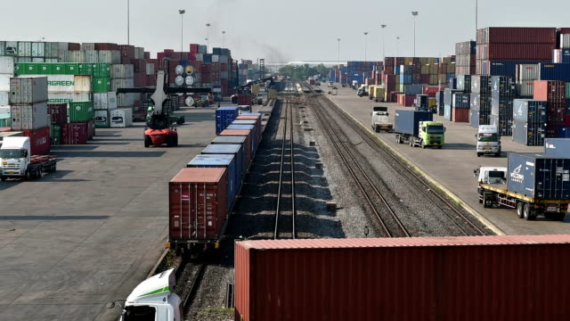 Cargo-Zug im terminal station, Zeitraffer
