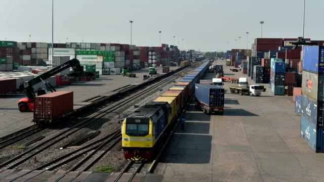 Cargo-Zug im terminal, Zeitraffer