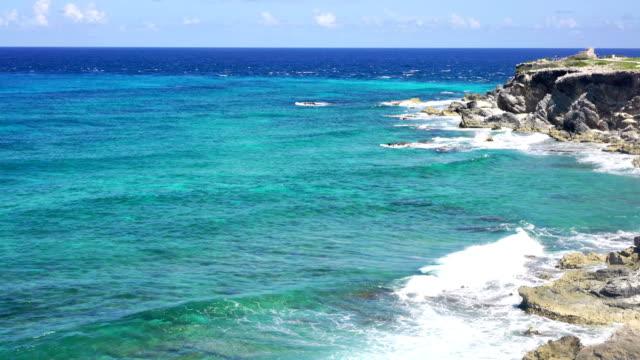 vídeos de stock e filmes b-roll de caribbean sea water surface in cancun - riviera maia