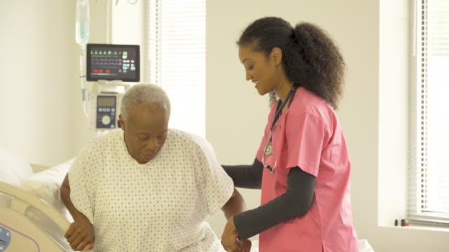 caring nurse with senior patient - 病棟点の映像素材/bロール